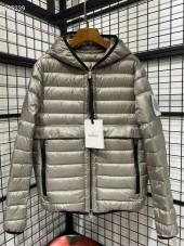 モンクレール ダウンジャケット 新作 両面は着ます 新品同様超美品 通販&送料 MC049