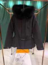 モンクレール  ダウンジャケット 新作 新品同様超美品 通販&送料 MC071